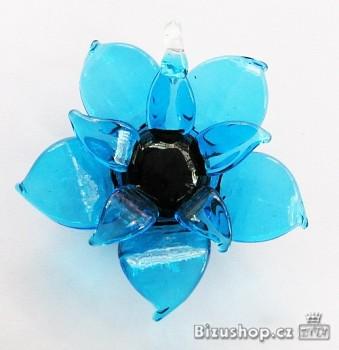Skleněný přívěsek modrá Květina 2848